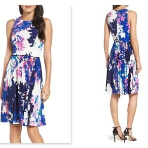 Maggy London Size 4 Stretch Fit & Flare Dress